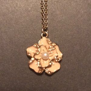 NWOT Pink and Pearl Flower Pendant Gold Necklace